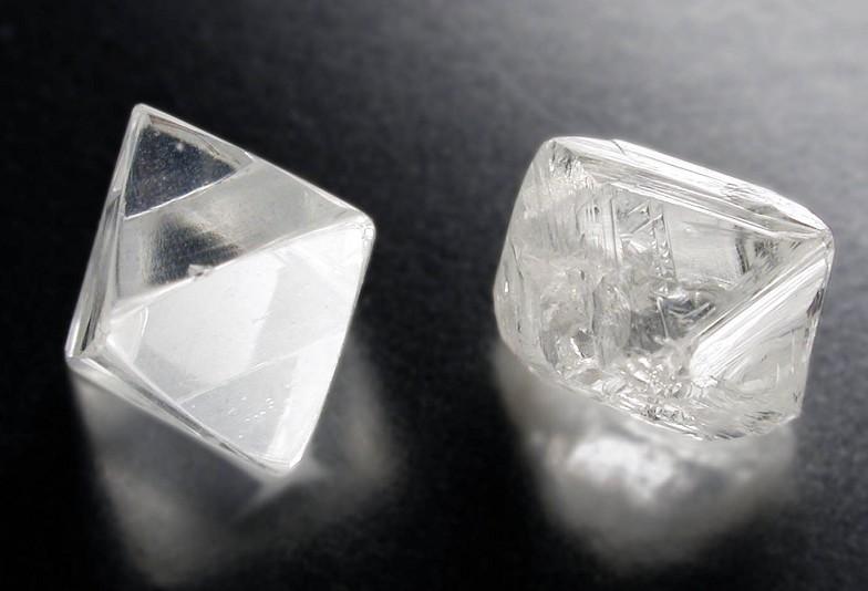 富山市ラザールダイヤモンド原石の画像