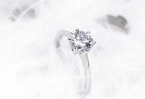 【浜松市】婚約指輪、ダイヤモンドの品質を選ぶ基準は?専門スタッフに聞く4Cのいろは