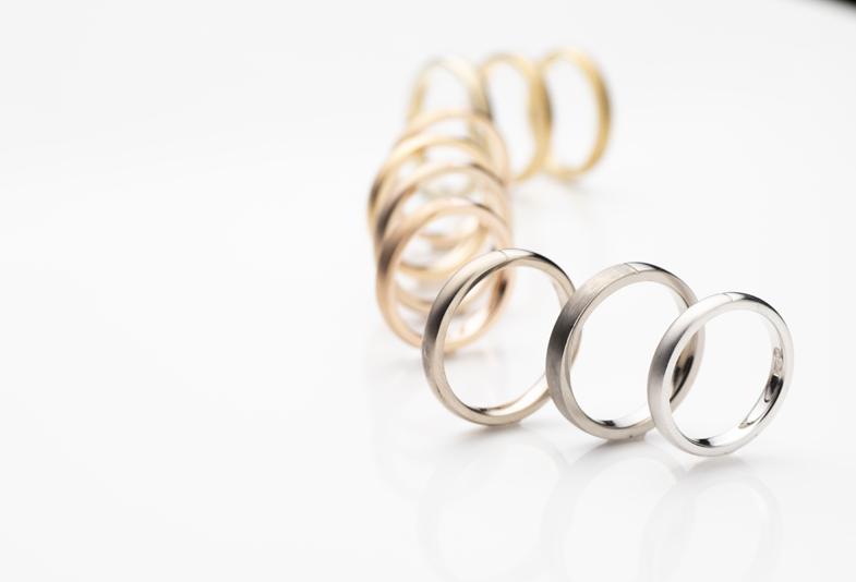 【静岡市】シンプルな結婚指輪がおすすめ!10年後も追加で加工が出来るオーダーメイドの鍛造リング