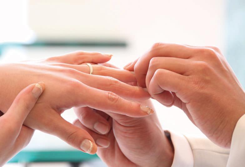 婚約指輪と結婚指輪の重ね着け