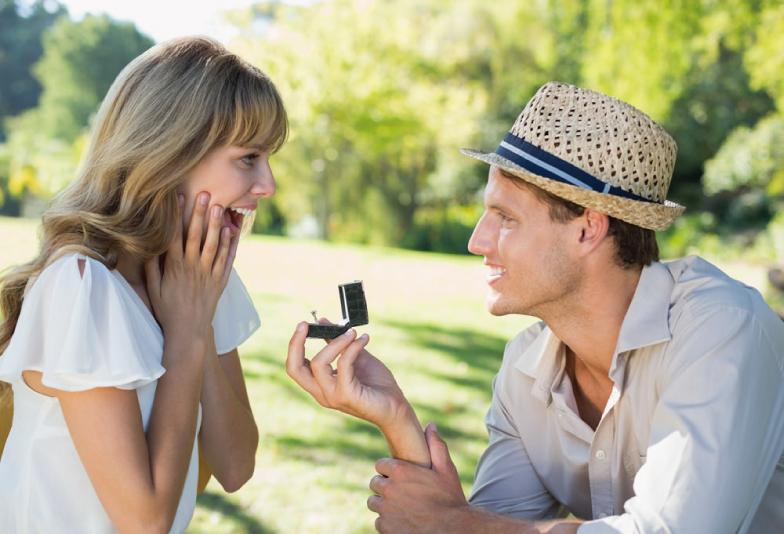 【静岡市】婚約指輪はプラチナ派?ゴールド派?カラーで選べる自分らしい素材とは