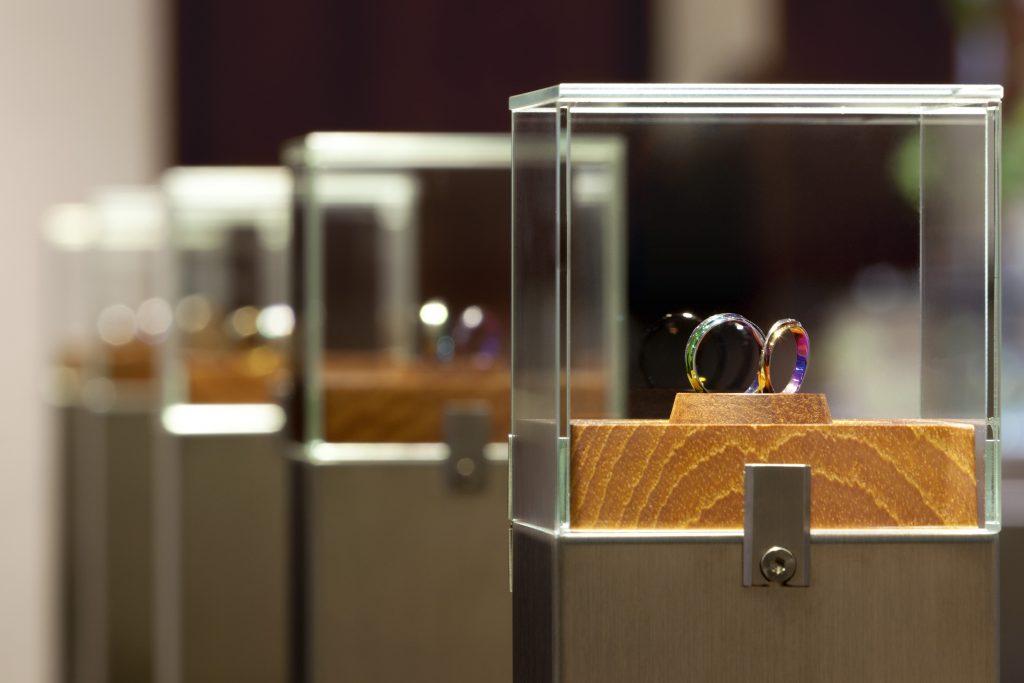 【静岡市】シンプルな結婚指輪に見えて実は…?内側に入ったふたりだけのカラー