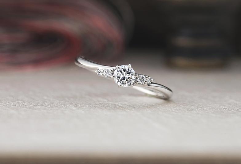 シンプルなプラチナ婚約指輪