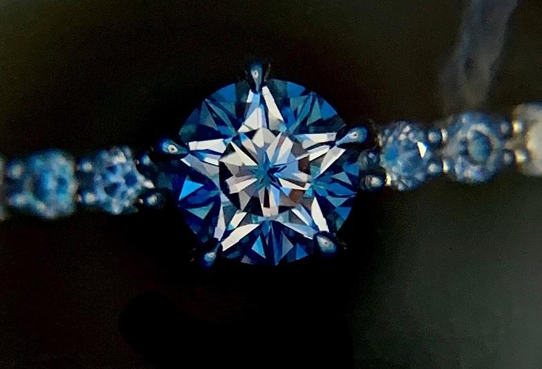 【金沢市】人とは違う婚約指輪。覗くと星が見える幻想的なダイヤモンドでプロポーズしませんか?