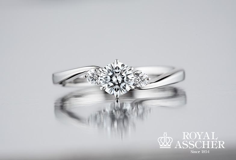 ロイヤルアッシャーの婚約指輪