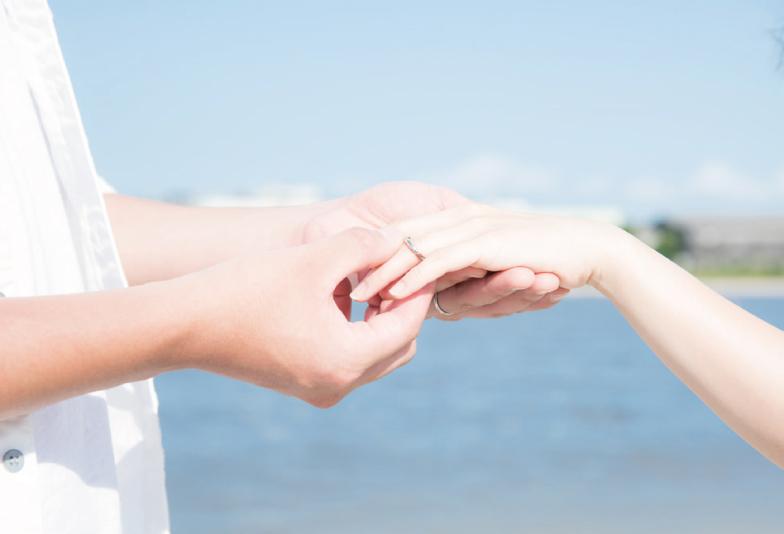 【沖縄県】シンプル派の僕たちが結婚指輪をゴールドにした理由。