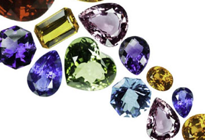 【浜松市】12月の誕生石|地球上で一か所でしか採掘されない神秘的な宝石タンザナイトの魅力に迫る!