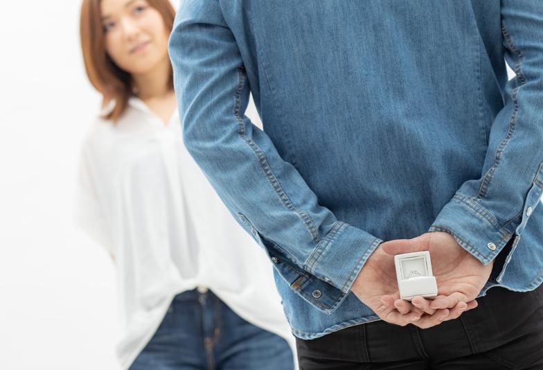 【浜松市】サプライズプロポーズ。一人じゃ婚約指輪選べない…そんな方も安心!な方法とは?