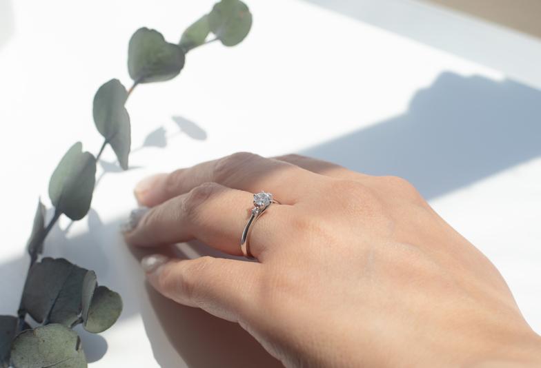 【浜松市】サイズフリーの婚約指輪でプロポーズ!サプライズで大成功させた体験秘話