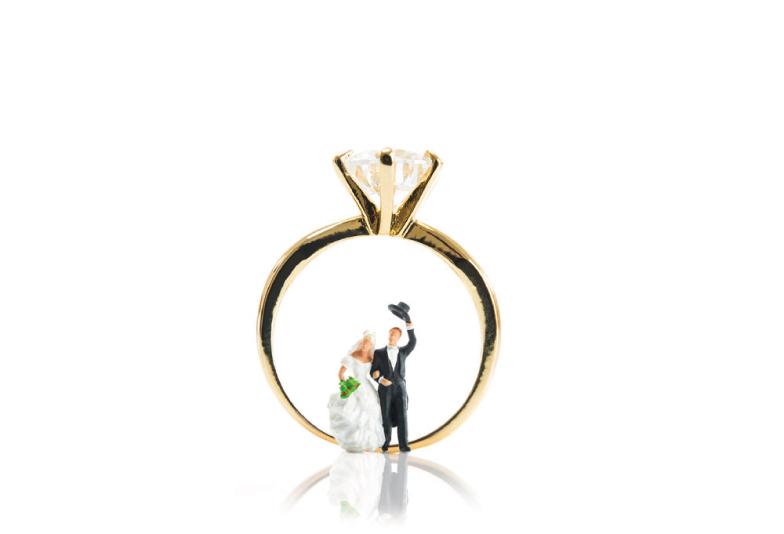 【松本市】婚約指輪は職場で着けても大丈夫?仕事中でも使いやすいデザインとは
