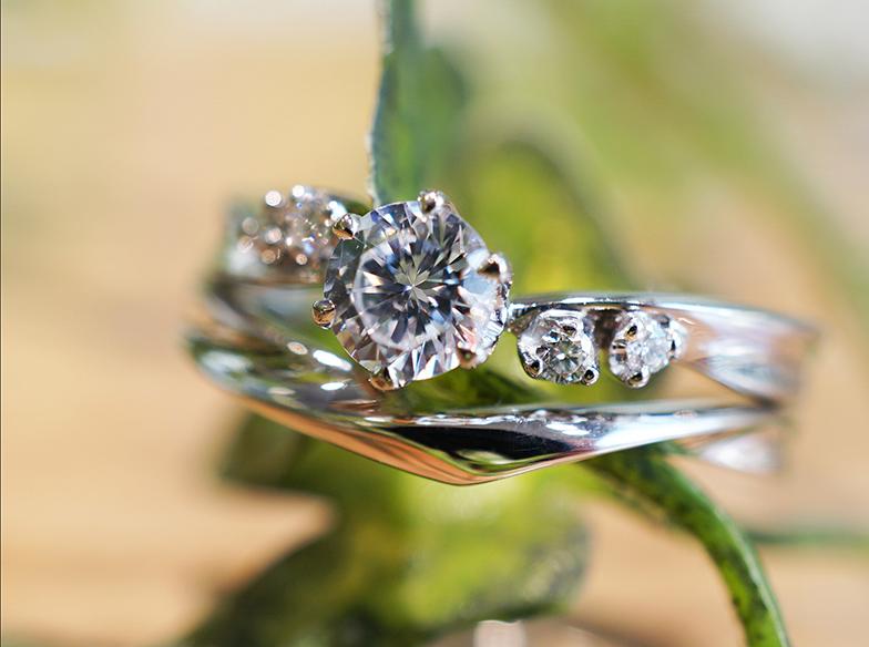 【浜松市】プロに聞いた「婚約指輪と結婚指輪を重ねて着けたい!」おすすめデザイン3選!