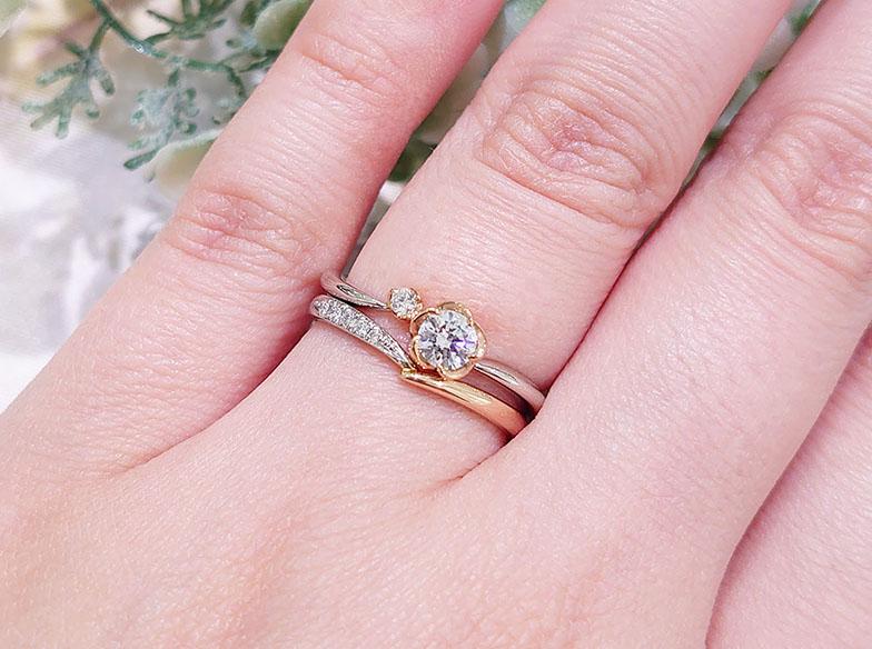 アンティック 花の形の婚約指輪