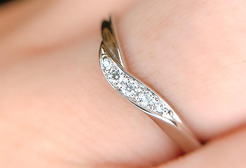 結婚指輪彫り留めデザイン