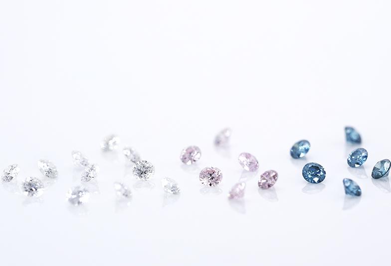ホワイト・ピンク・ブルーのダイヤモンド