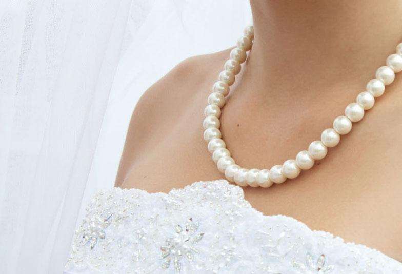 ウェディングドレスにあこや真珠ネックレス