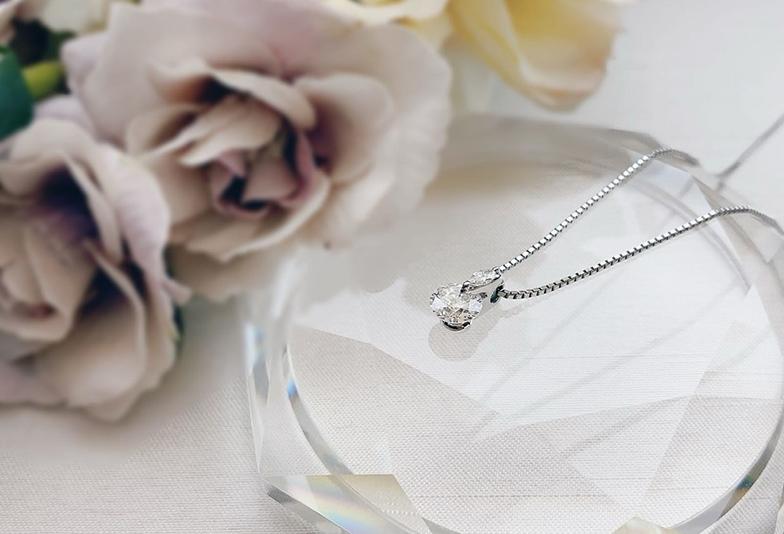 【静岡市】プロポーズにダイヤモンドネックレス!婚約指輪以外の選択肢はあり?