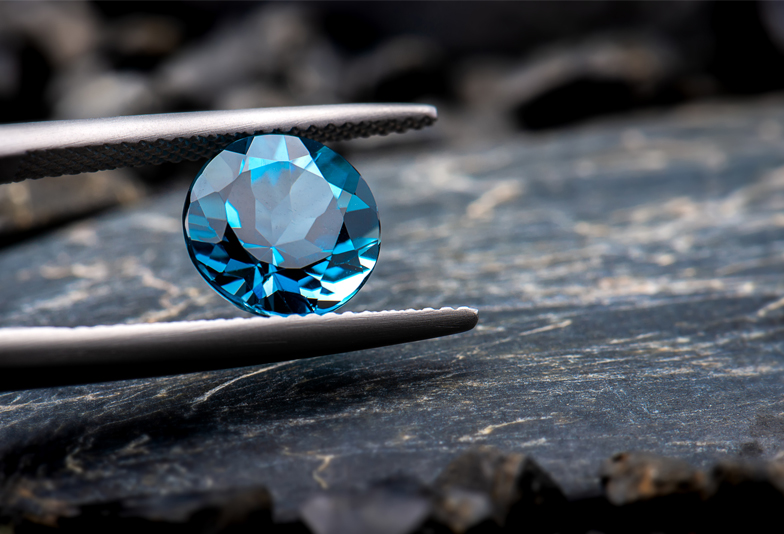 【福岡県久留米市】神様のいたずらといわれる宝石、「アレキサンドライト」ってどんな石?