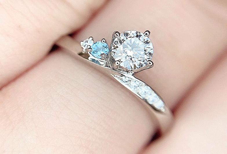 アクアマリンを使用した婚約指輪