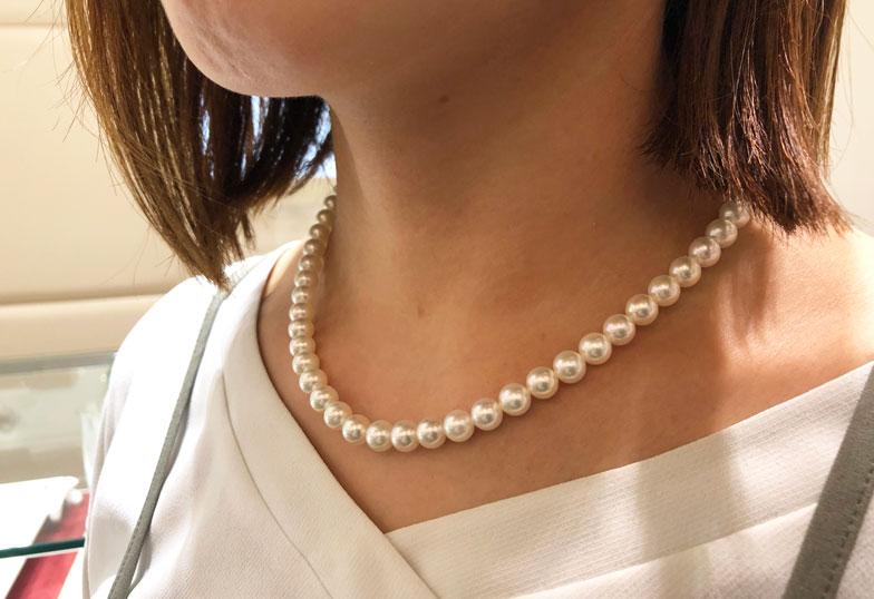 あこや真珠装着シーン