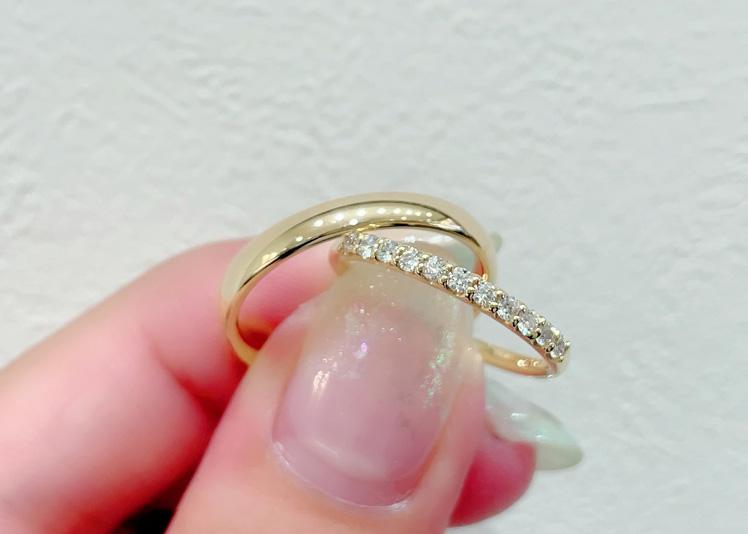 【静岡市】女性がゴールド好きな場合、男性の結婚指輪もゴールドにすべき?