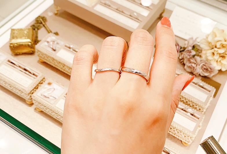 ウェーブラインの細身結婚指輪