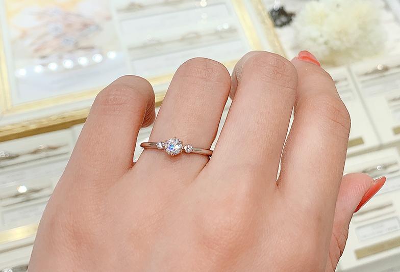 コンビネーションの婚約指輪選