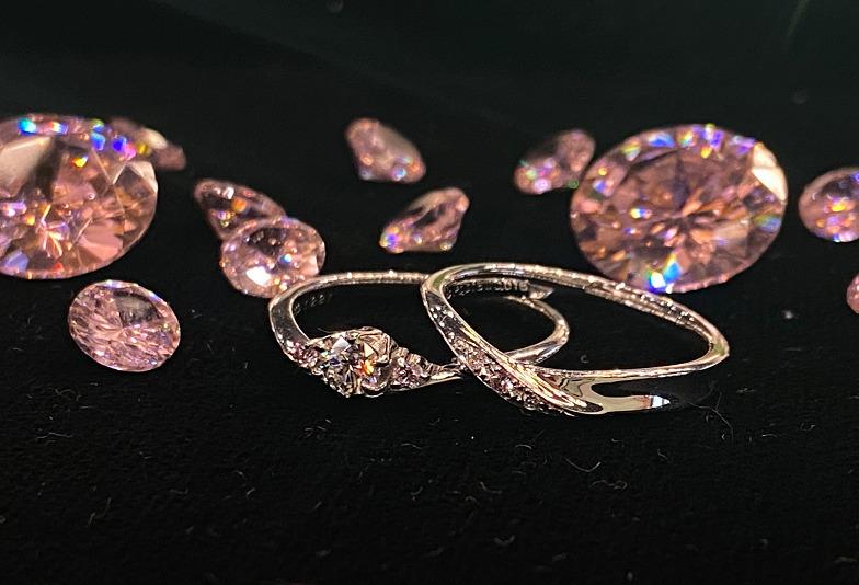 【大阪・心斎橋】永遠の愛の象徴 『ピンクダイヤモンド』を使用した婚約指輪・結婚指輪