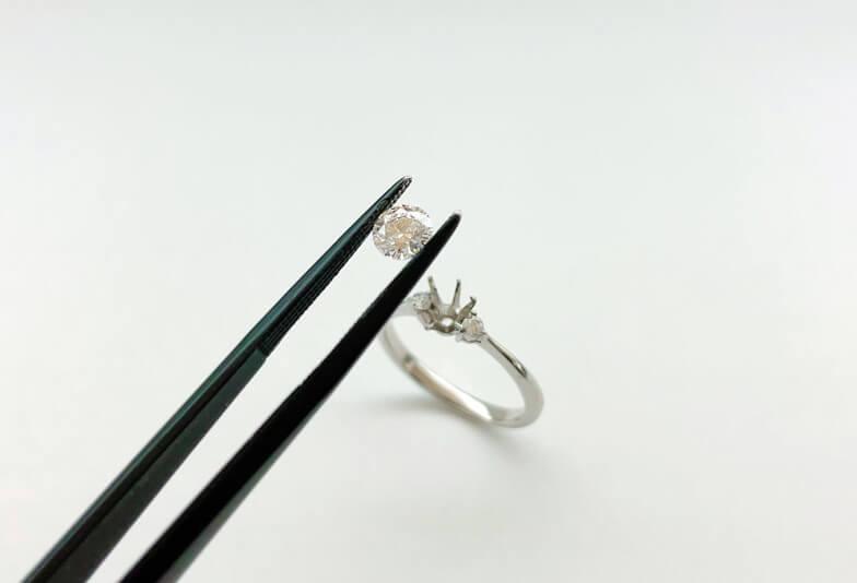 【静岡市】形見の婚約指輪をジュエリーリフォーム。普段が使い出来るデザイン事例