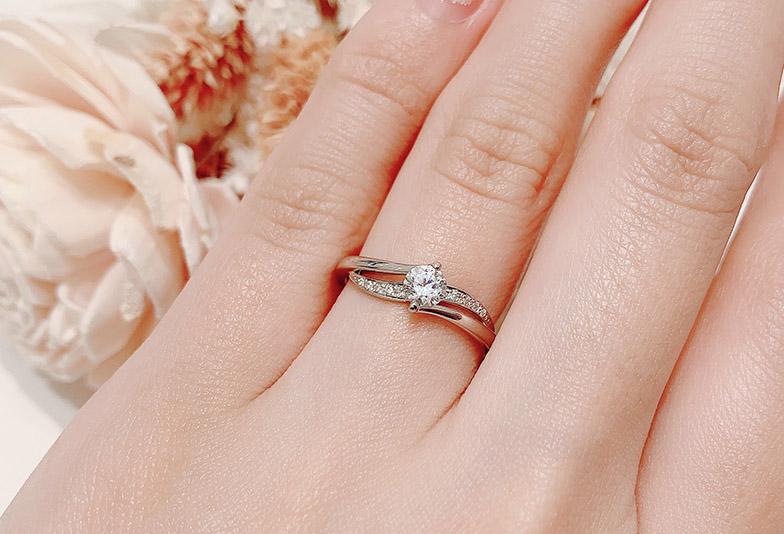 ウェーブラインの婚約指輪