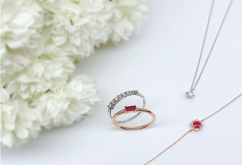【静岡市】誕生日プレゼントで贈るならダイヤモンドと色石ジュエリーどちらが人気?